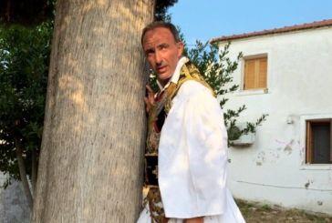 Νίκος Αλιάγας: Ο λεβέντικος χορός με φουστανέλα στο πανηγύρι της Αγιά Αγάθης (φωτο & video)