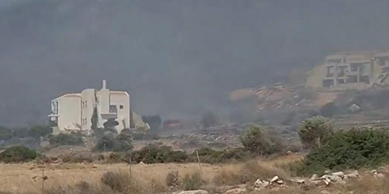 Φωτιά στην Ελαφόνησο: Αναζωπύρωση εξαιτίας ισχυρών ανέμων – Εκκένωση οικισμού και κάμπινγκ