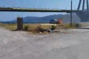 Αντίρριο: Φωτιά ξέσπασε σε σταθμευμένο αυτοκίνητο (video)