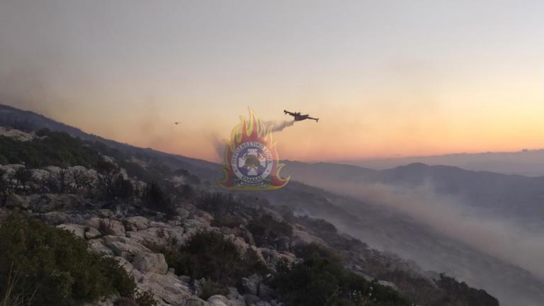 Φωτιά Υμηττός: Σε ύφεση η πυρκαγιά – Διάσπαρτες εστίες, δεν κινδυνεύει η Καισαριανή