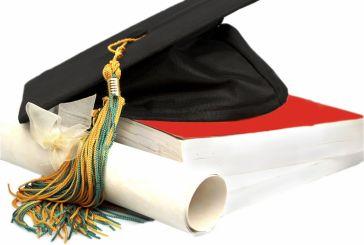 «Ακριβό μου πτυχίο»: Πόσο κοστίζουν οι σπουδές στα ελληνικά νοικοκυριά