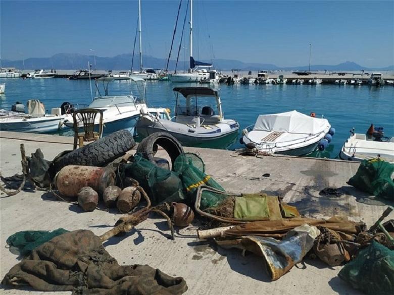Έβγαλαν 58 τόνους σκουπιδιών από τους ελληνικούς βυθούς