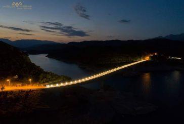 Εντυπωσιάζει η φωτισμένη πλέον Γέφυρα Τατάρνας (φωτό)