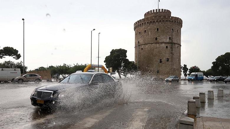 Καιρός: Δεκαπενταύγουστος στη μισή χώρα με καταιγίδες και στην άλλη μισή με ζέστη