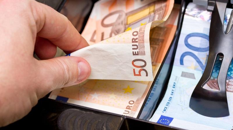 ΟΠΕΚΑ: Επίδομα 1.000 ευρώ – Ποιοι είναι οι δικαιούχοι