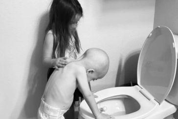 Έτσι μοιάζει ο παιδικός καρκίνος – Η φωτό του 4χρονου που λύγισε το Ιντερνετ