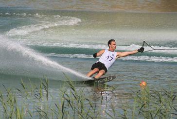 Εντυπωσίασαν οι αθλητές του water ski στη λίμνη Στράτου (φωτο)