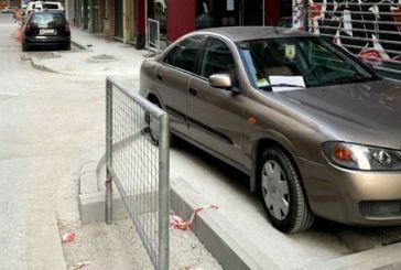 Σημείωμα σε οδηγό που πάρκαρε σε πεζοδρόμιο: «Ανεγκέφαλε, αν σε γράψουν θα κλαίγεσαι…» (φωτο)