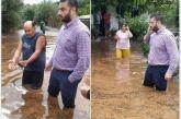 Ο Θανάσης Μαυρομμάτης μέχρι τη μέση στην πλημμύρα…