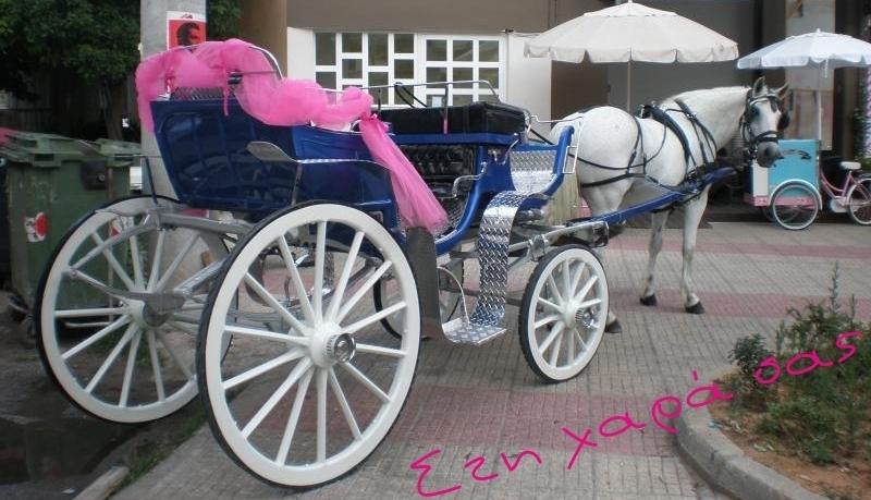 Αγρίνιο: Τσιγγάνικος γάμος με άμαξα και συνεργείο λήψης να ακολουθεί