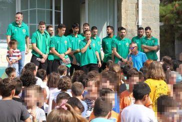 Κοντά στους μαθητές του 1ου Δημοτικού Σχολείου ο ΑΟ Αγρινίου (φωτο)