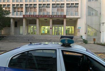 Έρευνες για το άτομο που πυροβόλησε στο Δικαστικό Μέγαρο Αγρινίου