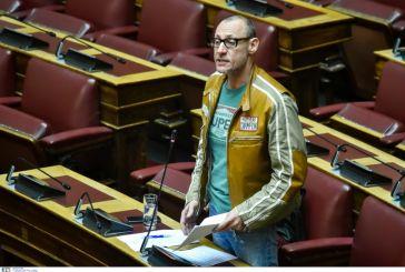 Ο Κλέων Γρηγοριάδης ντύθηκε μηχανόβιος και πήγε στη Βουλή