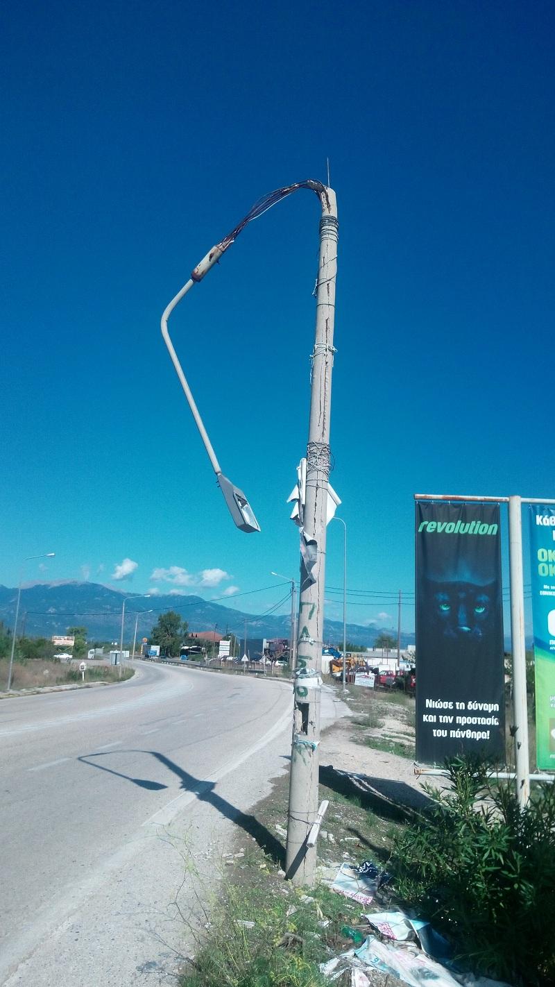 Κόμβος Συκιάς-Μακρυνείας: Μεγάλος κίνδυνος από …«κρεμαστή κολώνα»