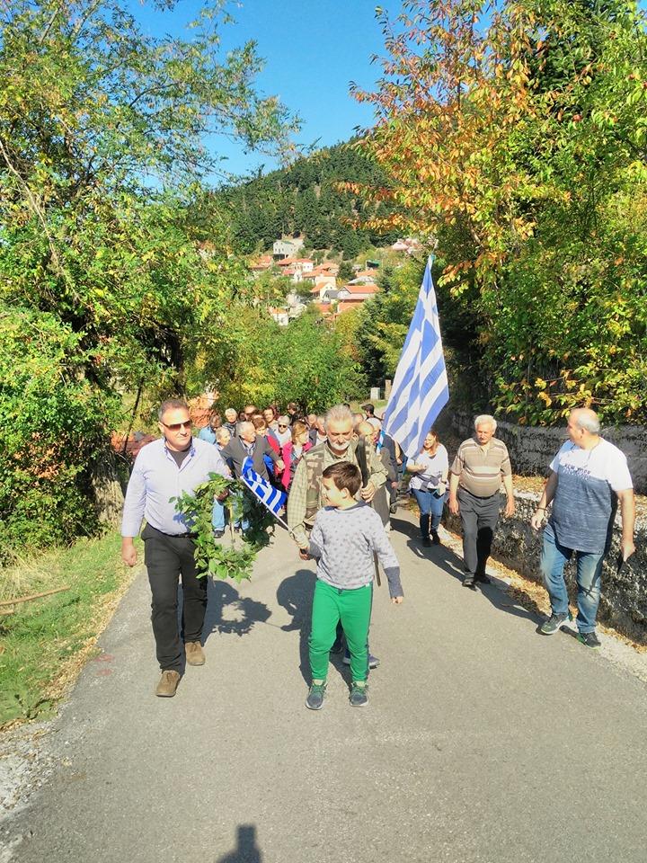 Παρέλαση κατοίκων στα Κρυονέρια Ναυπακτίας (φωτό)
