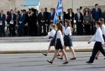 Σημαιοφόροι οι καλύτεροι μαθητές στην παρέλαση της 28ης Οκτωβρίου