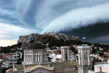 Καιρός: Τι είναι το Shelf Cloud που σκέπασε την Αθήνα -Απόκοσμες εικόνες από το γιγαντιαίο σύννεφο