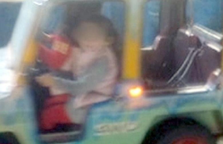 """Αιτωλοακαρνανία: """"Είδα το παιδί μου να κρέμεται"""" λέει η μητέρα της τρίχρονης που τραυματίστηκε σε λούνα παρκ"""