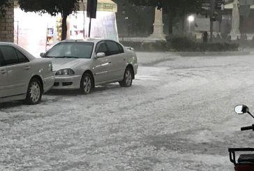 Λευκό τοπίο το Θέρμο από σφοδρή χαλαζόπτωση (βίντεο-φωτό)