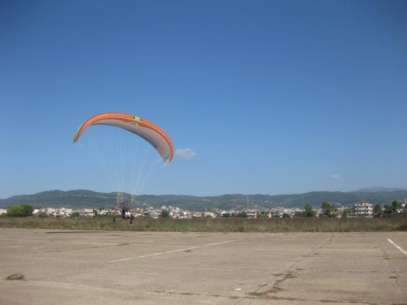 Τα Paramotor πέταξαν πάνω από το Αγρίνιο (φωτο)