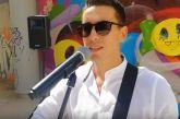 Αυτός είναι ο αστυνομικός που έγινε viral τραγουδώντας στο Μοναστηράκι – H σχέση του με το Αγρίνιο