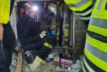 Σεισμός στην Αλβανία – Βίντεο: Η στιγμή που η ΕΜΑΚ ανασύρει ζωντανό από τα ερείπια