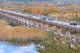 Διαμαρτυρίες οδηγών για επικίνδυνες λακκούβες με νερά στη Γέφυρα του Αχελώου