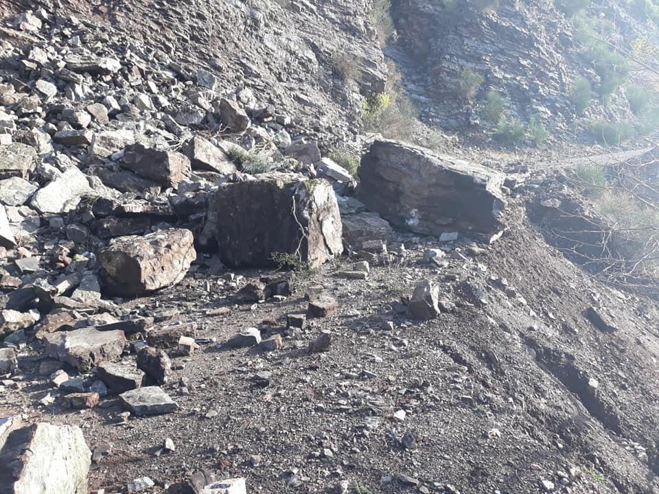 Μία ακόμη κατολίσθηση στο τριτοκοσμικό οδικό δίκτυο του ορεινού Θέρμου (φωτό)