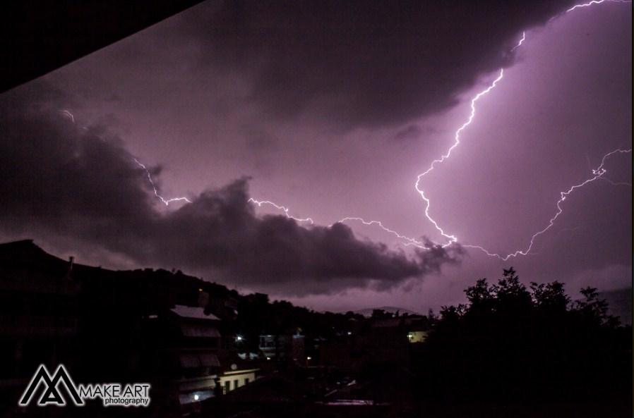 Έγινε η νύχτα μέρα από τους κεραυνούς και στον Αστακό – εντυπωσιακές εικόνες