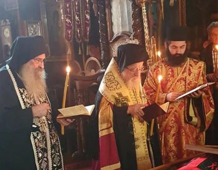 """Άγιο Όρος: Το """"ύστατο χαίρε"""" στον μακαριστό Σπυρίδωνα – προεξάρχον ο Μητροπολίτης κ. Κοσμάς"""