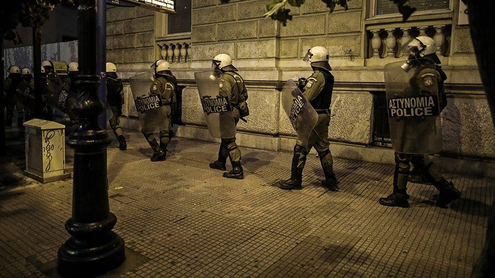 Πολυτεχνείο: Πετροπόλεμος στα Εξάρχεια – Μολότοφ στη Θεσσαλονίκη και την Πάτρα