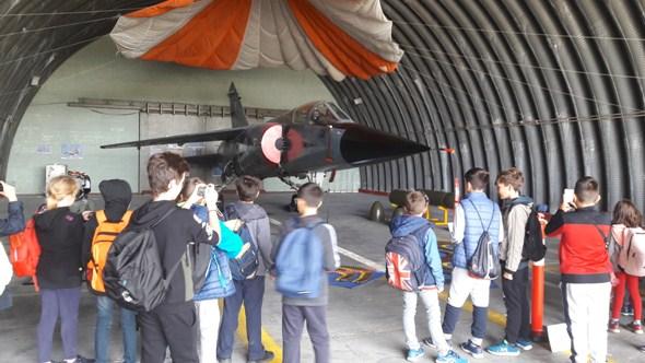 Μαθητές του 1ου Δημοτικού Σχολείου Αγίου Κωνσταντίνου στην αεροπορική μονάδα στο Άκτιο (φωτο)