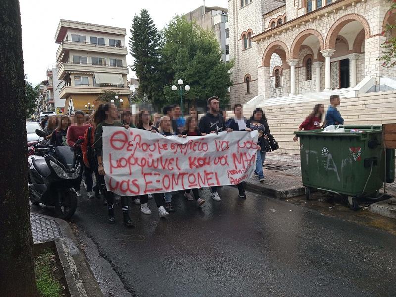 Mαθητική πορεία στο Αγρίνιο- υπό κατάληψη το Γυμνάσιο Αγίου Κωνσταντίνου
