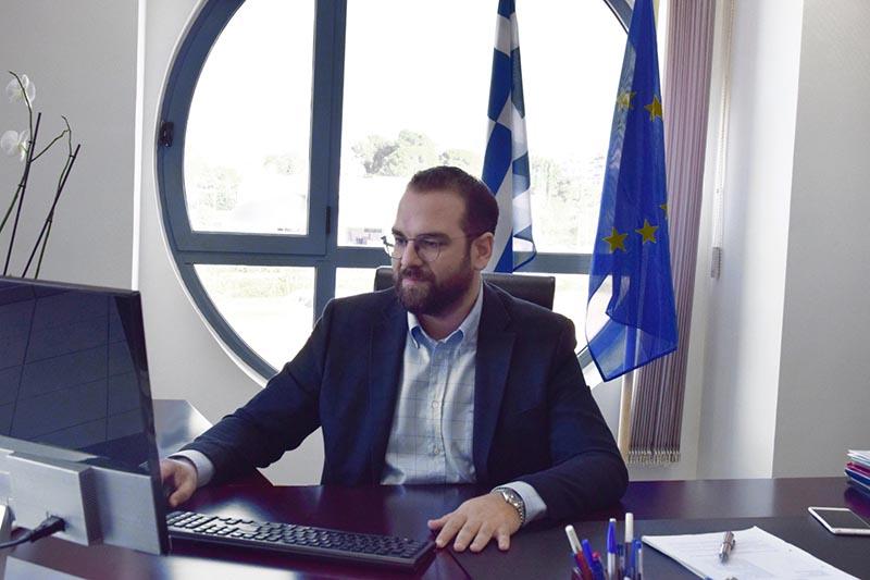 Με tweet-καρφί απάντησε ο Φαρμάκης στον Σπίρτζη