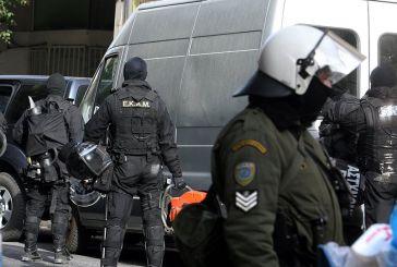 Μεγάλη επιχείρηση της αντιτρομοκρατικής στην Αττική: Εγιναν συλλήψεις, κατασχέθηκαν όπλα και εκρηκτικά