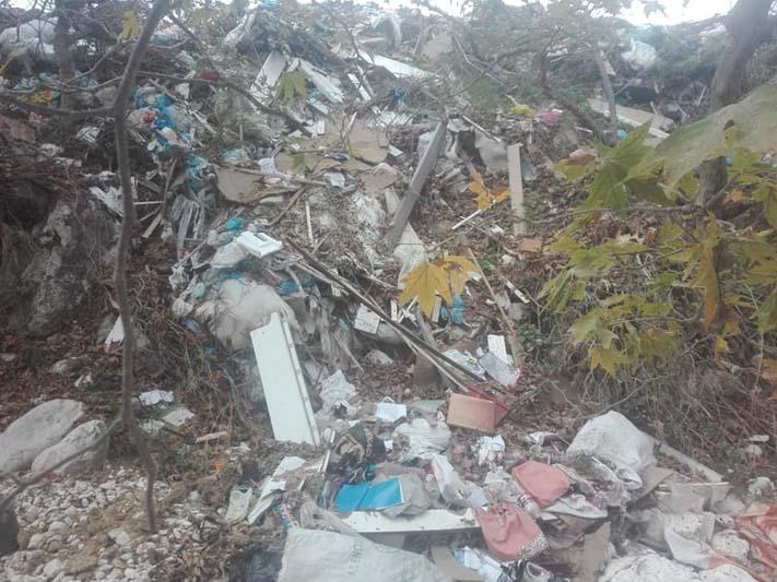 Γεμάτος σκουπίδια ο ποταμός στο Μοναστηράκι Βόνιτσας (φωτο)