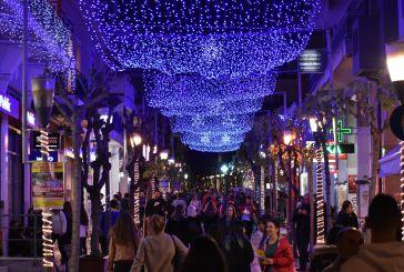 Λάμψη στο Αγρίνιο, φωτίστηκε χριστουγεννιάτικα η πόλη