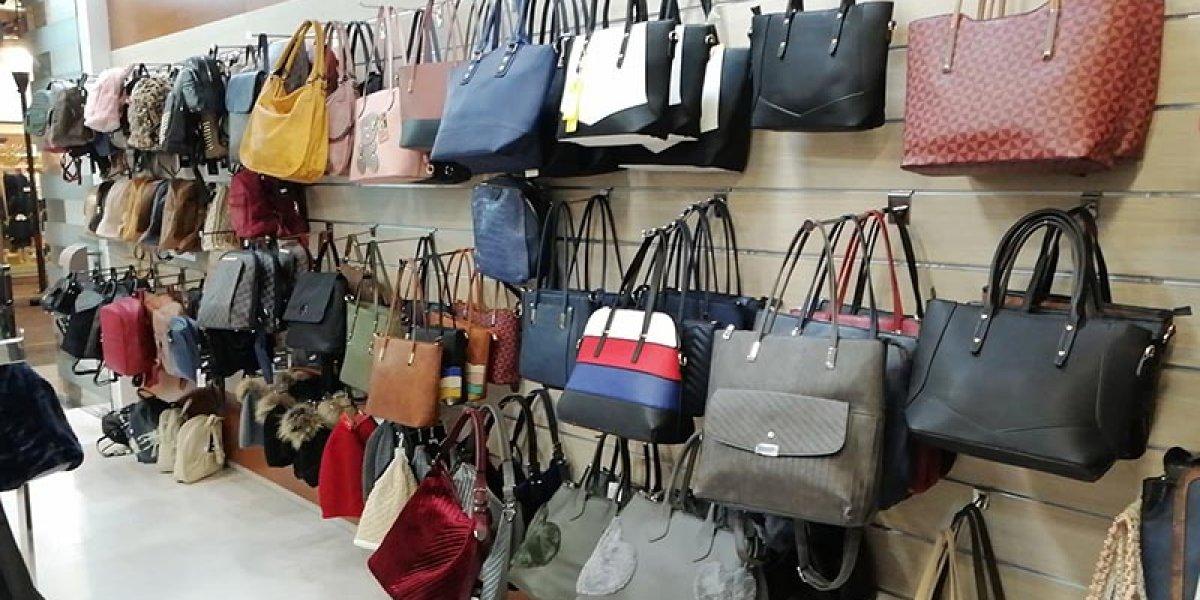 """Ξεπούλημα στο """"Tsoukalas bags"""" στο Αγρίνιο"""