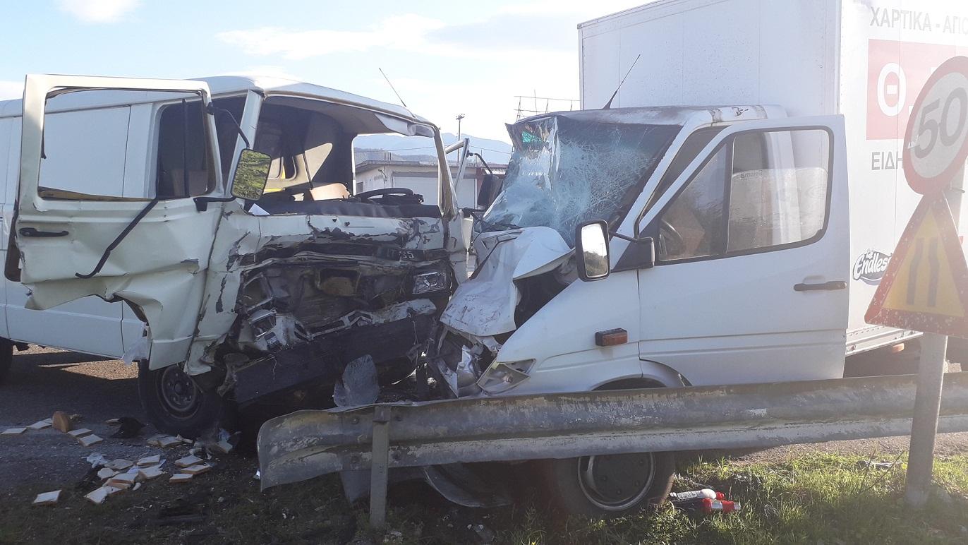 Αγρίνιο: σοκαριστική μετωπική φορτηγών στην εθνική οδό –στο νοσοκομείο ένα άτομο