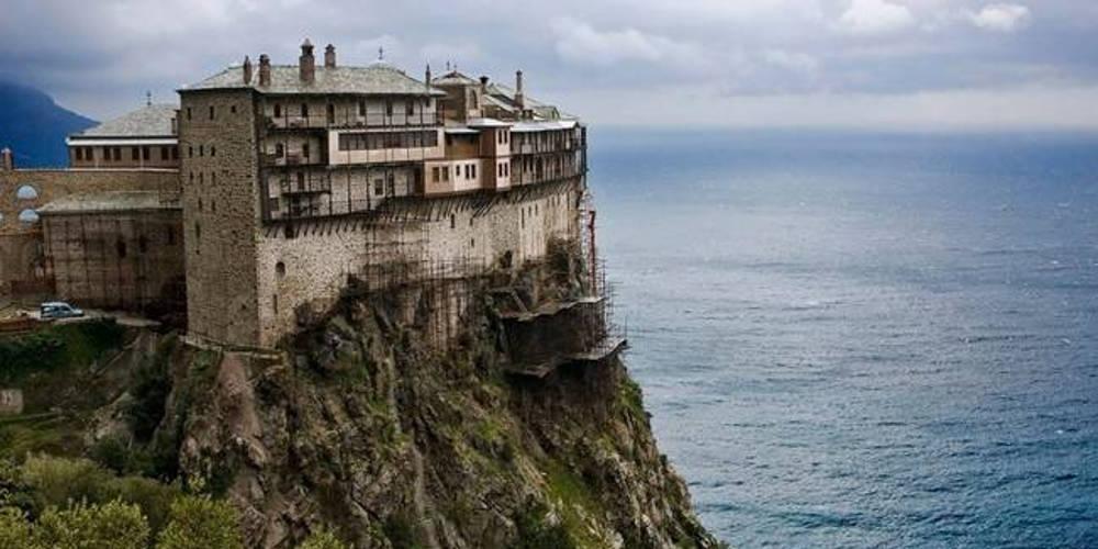 Αγιον Όρος: Θετικοί στον κορωνοϊό και οι τέσσερις μοναχοί που επέστρεψαν από τη Βρετανία