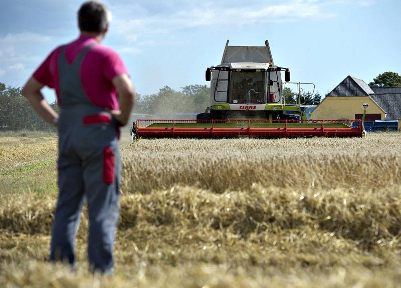«Σβήνουν» φόροι 200 εκατ. ευρώ για 350.000 αγρότες