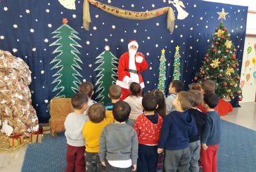 Έκπληξη στους μαθητές Παιδικών και Βρεφονηπιακών σταθμών του Δήμου Αγρινίου από τον Άγιο Βασίλη (φωτο)