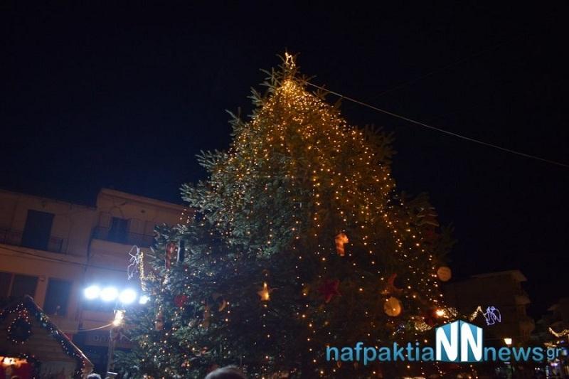 Άναψε το Χριστουγεννιάτικο δέντρο στη Ναύπακτο
