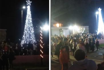 Η Πάλαιρος άναψε το Χριστουγεννιάτικο δέντρο