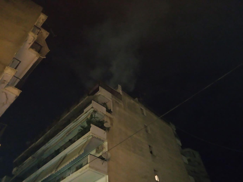 Αγρίνιο: «Άρπαξε» καμινάδα και έκλεισε για λίγη ώρα η οδός Π.Σούλου