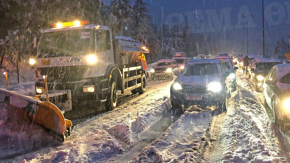 Κακοκαιρία «Ζηνοβία»: Καρατομήθηκε ο διοικητής της Β' Τροχαίας Αυτοκινητοδρόμων για το μπάχαλο στην Εθνική