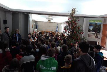 Κάλαντα μαθητών του 4ου Δημοτικού Σχολείου Αγρινίου στον Γ. Παπαναστασίου (φωτο)