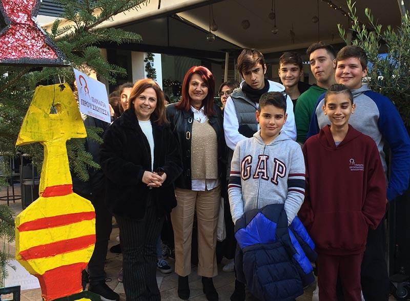 Μαθητές στόλισαν χριστουγεννιάτικα δέντρα σε πλατείες του Αγρινίου (φωτο)