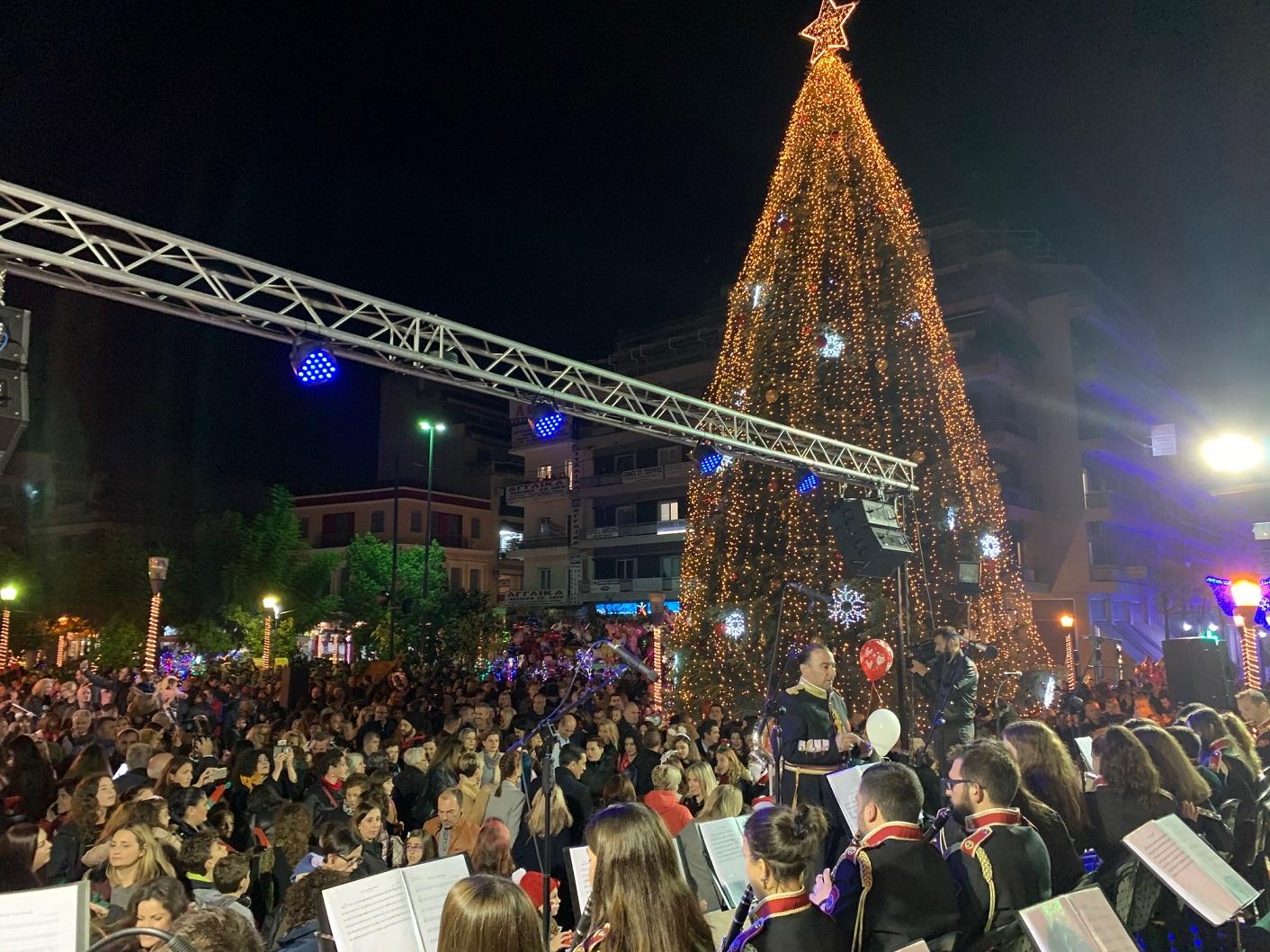 Bίντεο: η φωταγώγηση του Χριστουγεννιάτικου Δένδρου στο Αγρίνιο
