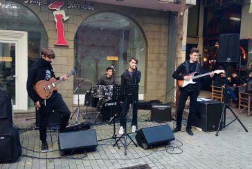 Μαθητές του Μουσικού Σχολείου Αγρινίου τραγουδούν στην πόλη τους…